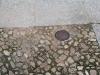 Ejemplo de portacebos colocado en suelo enchinarrado
